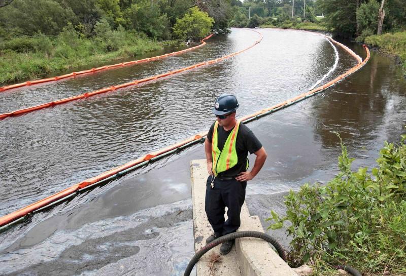 U.S., Enbridge reach $177 million pipeline spill settlement   Reuters