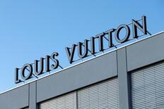La fábrica de Louis Vuitton en La Chaux-de-Fonds, Suiza, abr 6, 2016. El jefe del conglomerado líder del lujo LVMH, Bernard Arnault, está estudiando cambiar a su director creativo en Louis Vuitton, Nicolas Ghesquiere, y el mejor candidato para sustituirlo es el emergente Jonathan Anderson, ahora en la firma hermana Loewe, según tres fuentes conocedoras del asunto.  REUTERS/Denis Balibouse
