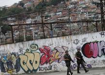 Soldados patrulham Maracanã em teste para cerimônia de abertura da Rio 2016. 17/7/2016. REUTERS/Ricardo Moraes