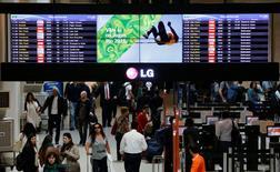 Passageiros vistos no aeroporto Santos Dumont, no Rio de Janeiro.   18/07/2016       REUTERS/Bruno Kelly