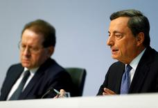 European Central Bank (ECB) president Mario Draghi (R) and vice president Vitor Constancio attend a news conference at the ECB headquarters in Frankfurt, Germany, July 21, 2016.  REUTERS/Ralph Orlowski