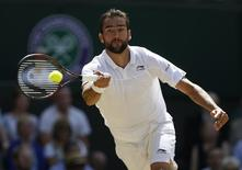 Britain Tennis - Wimbledon - All England Lawn Tennis & Croquet Club, Wimbledon, England - 6/7/16 Croatia's Marin Cilic in action against Switzerland's Roger Federer REUTERS/Paul Childs