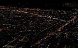 """Vista panorámica de Bogotá desde las montañas en el este de la ciudad. 6 de junio de 2016. Fitch Ratings rebajó el panorama crediticio de Colombia a negativo desde estable y mantuvo la nota soberana en moneda extranjera a largo plazo en """"BBB"""". REUTERS/John Vizcaino"""