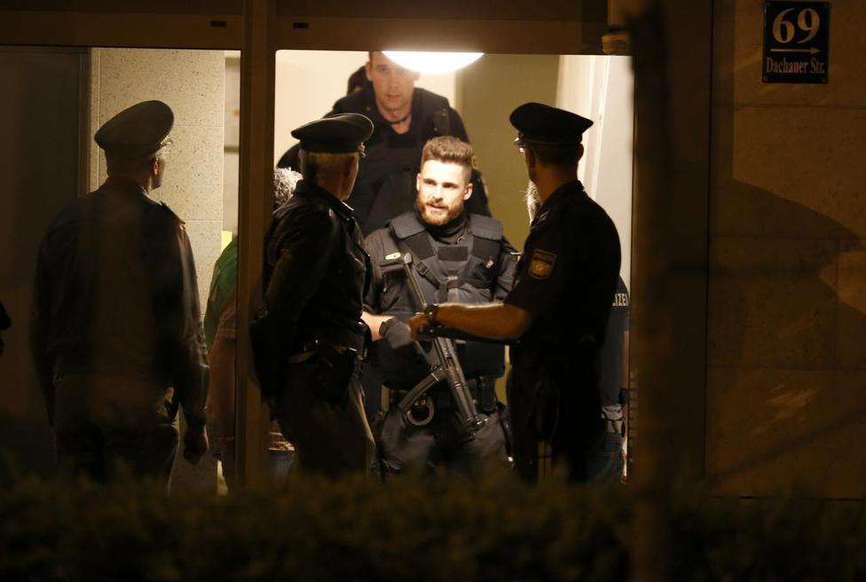 BRD under attack – Terror und Panik: München, Würzburg, Ansbach, Reutlingen ?m=02&d=20160723&t=2&i=1146756561&w=976&fh=&fw=&ll=&pl=&sq=&r=2016-07-23T124508Z_3118_LR1EC7N045Y3J_RTRMADP_0_EUROPE-ATTACKS-GERMANY