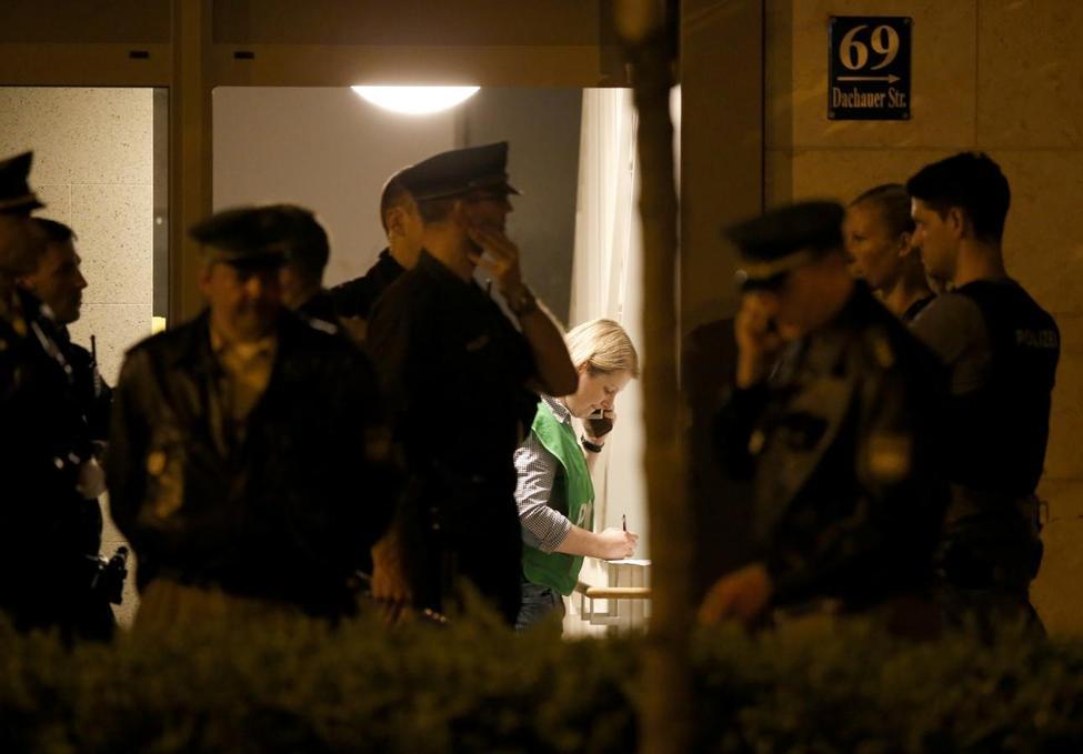 BRD under attack – Terror und Panik: München, Würzburg, Ansbach, Reutlingen ?m=02&d=20160723&t=2&i=1146756563&w=976&fh=&fw=&ll=&pl=&sq=&r=2016-07-23T124508Z_3118_LR1EC7N03UA3D_RTRMADP_0_EUROPE-ATTACKS-GERMANY