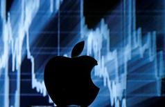 A 3D printed Apple  logo is seen in front of a displayed stock graph in this illustration taken April 28, 2016. REUTERS/Dado Ruvic/Illustration/File Photo