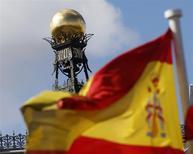 Devant la Banque d'Espagne. L'Espagne pourrait enregistrer une croissance de 2,9% cette année, soit plus que l'objectif officiel de 2,7%, a déclaré dimanche le ministre de l'Economie, Luis de Guindos. /Photo d'archives/REUTERS/Sergio Perez