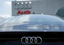 Audi entend lancer trois modèles de voitures électriques d'ici 2020 et ce type de véhicule représentera 25 à 30% de ces ventes à l'horizon de 2025, déclare Rupert Stadler, le président du directoire du constructeur allemand. /Photo prise le 1er juin 2016/REUTERS/Gary Cameron