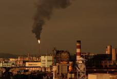 Smoke rises from State Oil Refinery Nico Lopez in Havana, Cuba July 12, 2016. REUTERS/Enrique de la Osa