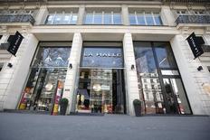 Le distributeur Vivarte, notamment propriétaire de La Halle, a été placé sous mandat ad hoc pour renégocier sa dette, deux ans seulement après un abandon massif de créances. /Photo d'archives/REUTERS/Charles Platiau