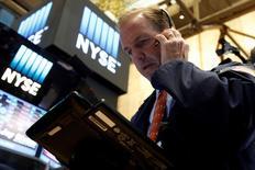 La Bourse de New York a fini en ordre dispersé mardi, avec un indice Dow Jones (-0,10%) légèrement dans le rouge en raison de quelques résultats de sociétés qui ont déplu aux investisseurs. /photo prise le 26 juillet 2016/REUTERS/Brendan McDermid