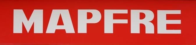 El grupo asegurador Mapfre dijo el miércoles que su beneficio neto creció en la primera mitad del año un 20,5 por ciento a 380 millones de euros gracias la buena marcha de su negocio en España y en EEUU. En la foto, el logo de Mapfre en Sevilla el 14 de marzo de 2016. REUTERS/Marcelo del Pozo