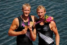 Gold medallists Eric Murray (L) and Hamish Bond of New Zealand during the London 2012 Olympic Games.      REUTERS/Mark Blinch