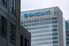Las oficinas del banco Barclays en Canary Wharf, Londres, Reino Unido. 19 de mayo de 2015. Barclays reportó el viernes una caída de un 21 por ciento en sus ganancias antes de impuestos del primer semestre a pesar de una mayor rentabilidad en su negocio principal, luego de que los costos ligados a la venta y reducción de activos no deseados mermaron sus utilidades. REUTERS/Suzanne Plunkett/File Photo