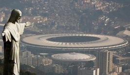 Vista aérea do Rio de Janeiro mostra o Cristo Redentor e o estádio do Maracanã 16/07/2016 REUTERS/Ricardo Moraes/Files