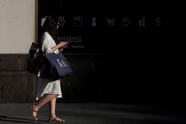 A woman carries shopping bags while walking in lower Manhattan borough of New York City, U.S. June 2, 2016. REUTERS/Brendan McDermid - RTX2FFE4
