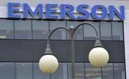 Emerson Electric est une des valeurs à suivre mardi à Wall Street après l'annonce pqr le groupe japonais Nidec de l'acquisition de Leroy-Somer, la filiale de moteurs électriques et d'alternateurs industriels d'Emerson basée en France, pour 1,2 milliard de dollars. /Photo d'archives/REUTERS/Mike Cassese