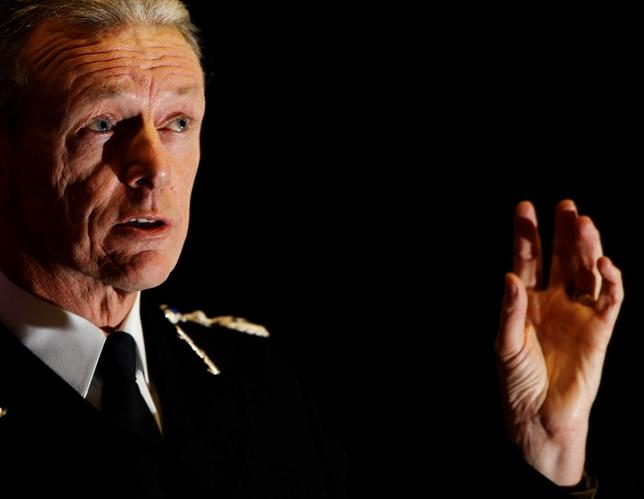 Commissioner of the Metropolitan Police Service Bernard Hogan-Howe speaks at the London School of Economics in London January 16, 2012.  REUTERS/Luke MacGregor/Files