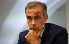 El Banco de Inglaterra recortó el jueves su tipo de interés de referencia por primera vez desde 2009 y dijo que compraría deuda pública por importe de 60.000 millones de libras ca para amortiguar el impacto del voto del pasado 23 de junio en el que los británicos se decantaron por abandonar la Unión Europea. En la foto, el Gobernador del Banco de Inglaterra, Mark Carney, durante una conferencia de prensa en la sede del organismo en Londres. el 5 de julio de 2016.  REUTERS/Dylan Martinez