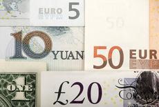 Банкноты евро, фунта стерлингов, доллара США и китайского юаня. 25 января 2011 года. Нацбанк Белоруссии с 1 сентября сокращает обязательную продажу валютной выручки экспортеров до 20 с 30 процентов, сообщил регулятор в четверг. REUTERS/Kacper Pempel/Illustration/File Photo