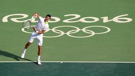 Tenista sérvio Novak Djokovic treinando no Rio de Janeiro para a Olimpíada. 04/08/2016 REUTERS/Kevin Lamarque