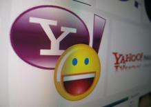 Fotografía ilustrativa del logo de Yahoo en un monitor en Encinitas, California. 16 de abril de 2013. Los operadores petroleros lamentaban el viernes el inminente cierre del sistema de mensajería Yahoo Messenger, la principal herramienta que utilizaron para comunicarse y llevar adelante transacciones desde fines de la década de 1990. Los operadores petroleros lamentaban el viernes el inminente cierre del sistema de mensajería Yahoo Messenger, la principal herramienta que utilizaron para comunicarse y llevar adelante transacciones desde fines de la década de 1990.        REUTERS/Mike Blake/File Photo