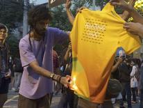 Protesto perto do Maracanã  05/08/2016 REUTERS/Pedro Fonseca
