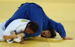 Érika Miranda em luta contra japonesa Nakamura.  07/08/2016. REUTERS/Adrees Latif
