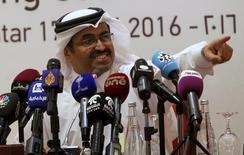El ministro de Energía e Industria de Qatar, Mohammad bin Saleh al-Sada, durante una conferencia de prensa tras una reunión en Doha, Qatar. 17 de abril de 2016. El ministro de Energía de Qatar y actual presidente de la OPEP dijo el lunes que el mercado petrolero está en camino al reequilibrio, pese al reciente declive de los precios globales del crudo, y agregó que el cártel está en conversaciones continuas para estabilizar al mercado. REUTERS/Ibraheem Al Omari