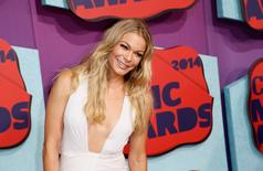 Singer LeAnn Rimes arrives at the 2014 CMT Music Awards in Nashville, Tennessee June 4, 2014.  REUTERS/Eric Henderson