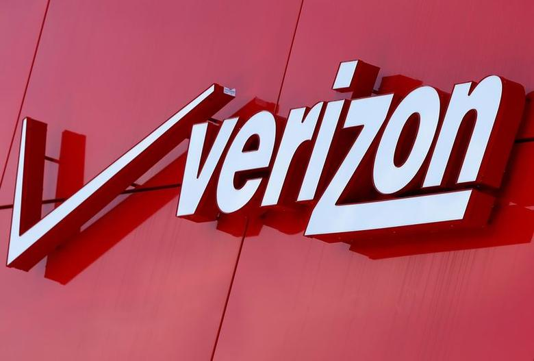 The logo of Verizon is seen at a retail store in San Diego, California April 21, 2016.  REUTERS/Mike Blake