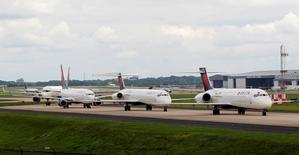 Aéroport international d'Atlanta. Delta Air Lines prévoit un retour à la normale de ses opérations dans le courant de la journée de mercredi après la panne informatique géante qui a contraint la compagnie aérienne américaine à annuler près de 1.800 vols depuis lundi. /Photo prise le 8 août 2016/REUTERS/Tami Chappell
