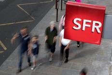 Les syndicats CGT et CFE-CGC de SFR Group appellent à la grève le 6 septembre contre le plan de départs volontaires proposé par l'opérateur télécoms. /Photo prise le 8 août 2016/REUTERS/Philippe Wojazer