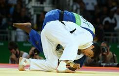 2016 Rio Olympics - Judo - Preliminary - Men -90 kg Elimination Rounds - Carioca Arena 2 - Rio de Janeiro, Brazil - 10/08/2016. Gwak Dong Han (KOR) of South Korea and Popole Misenga (ROT) of Refugee Olympic Athletes compete. REUTERS/Toru Hanai