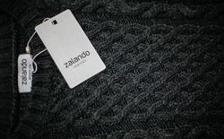 Zalando, le principal spécialiste européen de la vente d'habillement en ligne, a annoncé jeudi une forte hausse de ses profits sur ses principaux marchés, l'Allemagne, l'Autriche et la Suisse, et affirmé sa confiance dans le potentiel du marché britannique en dépit du vote pour la sortie du Royaume-Uni de l'Union européenne. /Photo d'archives/REUTERS/Hannibal Hanschke