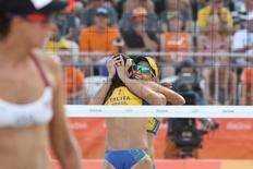 Dupla brasileira de vôlei de praia Larissa e Talita comemorando ponto em partida contra dupla norte-americana.      09/08/2016        Kevin Jairaj-USA TODAY Sports