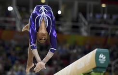 Rebeca Andrade do Brasil compete na barra de equilíbrio nos Jogos do Rio 11/08/2016  REUTERS/Dylan Martinez
