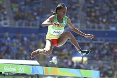 Etenesh Diro compete sem sapatilha nos Jogos do Rio.  13/08/2016.  REUTERS/Lucy Nicholson
