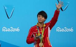 2016 Rio Olympics - Diving - Women's 3m Springboard Victory Ceremony - Maria Lenk Aquatics Centre - Rio de Janeiro, Brazil - 14/08/2016. Shi Tingmao (CHN) of China  poses with her gold medal.  REUTERS/Marcos Brindicci
