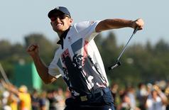 Britânico Justin Rose comemora medalha de ouro no golfe olímpico. 14/08/2016 REUTERS/Andrew Boyers