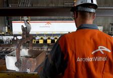 ARCELORMITTAL signe la plus forte hausse du CAC 40, de 4,18%. /Photo prise le 7 juillet 2016/REUTERS/Francois Lenoir