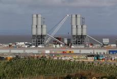 La Grande-Bretagne n'a pas besoin du projet de réacteurs nucléaires d'Hinkley Point défendu par EDF pour assurer son approvisionnement en électricité car de nouvelles capacités de production seront bientôt disponibles, a déclaré le directeur général de SSE, le numéro deux du marché britannique de l'énergie. /Photo prise le 4 août 2016/REUTERS/Darren Staples