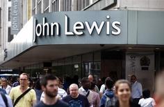 Una tienda de la cadena John Lewis en Oxford Street, Londres, el 14 de agosto. Los consumidores británicos superaron el temor sobre la votación a favor de una salida de Reino Unido de la Unión Europea y las ventas minoristas crecieron mucho más que lo previsto en julio, mostraron el jueves datos oficiales. REUTERS/Peter Nicholls