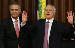 Presidente interino Michel Temer (D) e presidente do Senado, Renan Calheiros (E) participam de reunião com governadores no Palácio do Planalto, em Brasília 20/06/2016 REUTERS/Adriano Machado