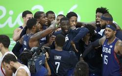 Jogadores da seleção de basquete dos Estados Unidos comemoram vitória sobre a Espanha na Rio 2016 19/08/2016 REUTERS/Mariana Bazo