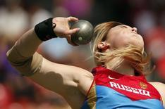 Atleta Evgeniia Kolodko, da Rússia, durante competição em Zurique 17/08/2014 REUTERS/Phil Noble