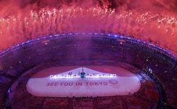 2016 Rio Olympics - Closing ceremony - Maracana - Rio de Janeiro, Brazil - 21/08/2016.  Fireworks explode during the closing ceremony. REUTERS/Pawel Kopczynski