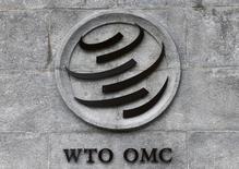 El logo de la OMC en su sede en Ginebra, Suiza. 3 de junio de 2016. La Unión Europea solicitó la formación de una comisión de la Organización Mundial de Comercio (OMC) para que decida sobre una disputa con Colombia sobre lo que Bruselas considera como medidas discriminatorias contra las bebidas alcohólicas elaboradas por compañías europeas. Denis Balibouse / Reuters