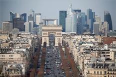 L'activité dans le secteur privé a accéléré plus que prévu en août en France, le dynamisme des services lui permettant de renouer avec des niveaux inédits depuis les attentats de novembre à Paris et Saint-Denis. /Photo d'archives/REUTERS/Charles Platiau
