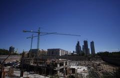 Vista general de una construcción en Buenos Aires, Argentina. 22 de enero de 2009. La actividad económica de Argentina habría caído en promedio un 1,1 por ciento interanual en junio, influenciada principalmente por la retracción en el sector de la construcción, según un sondeo de Reuters publicado el martes. REUTERS/Marcos Brindicci